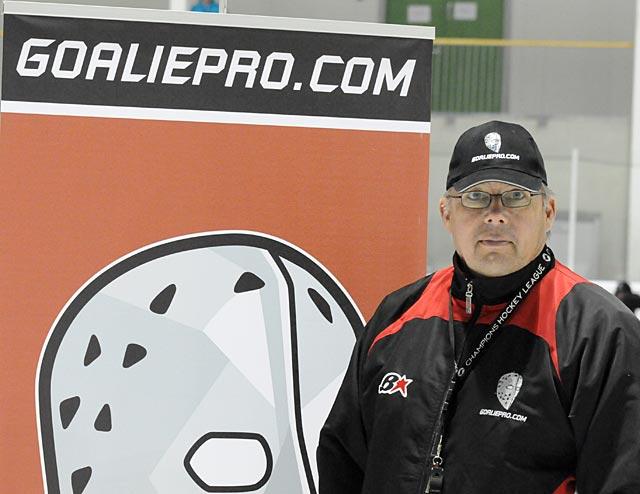 Jukka Ropponen vastaa leirin ohjelmasta, valmentajakoulutuksesta jne ja on jäällä jokaisen harjoituksen ajan.
