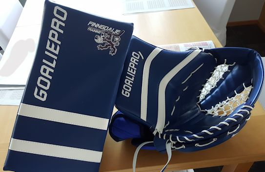 GoaliePro Butterfly hanskat Finngoalie logoilla (custom optio)